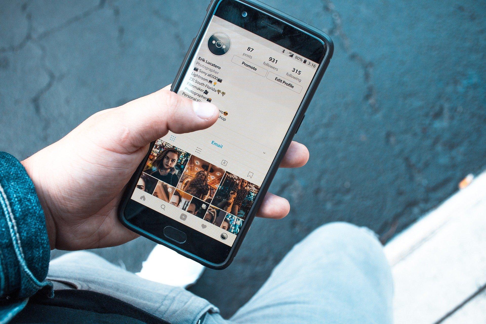 Evita los celos sin espiar las redes sociales